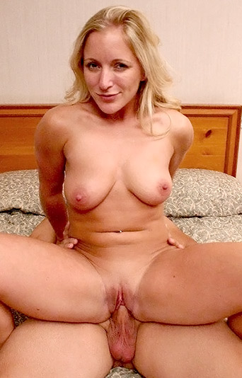 Blonde Milf Zia Rewards A Lucky Guy